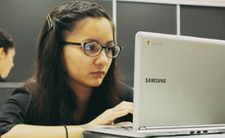 Penggunaan laptop lebih membantu dalam proses belajar