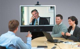 Jadilah moderator yang interaktif agar peserta tidak mudah bosan